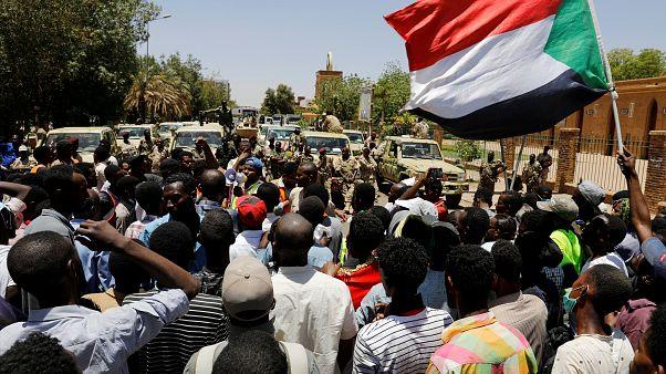Sudan'da ordu Merkez Bankası'na şüpheli hesapların dondurulması talimatı verdi