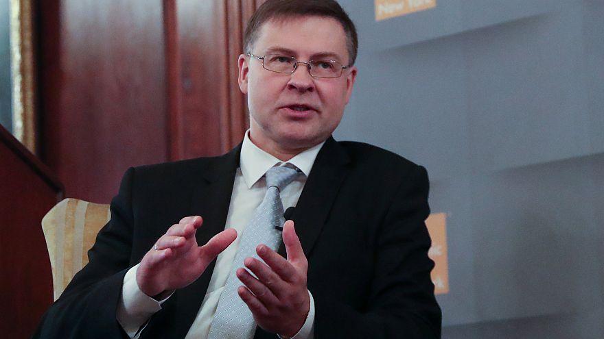 Ντομπρόφσκις: Ανοιχτή η Κομισιόν σε ακύρωση της μείωσης του αφορολόγητου