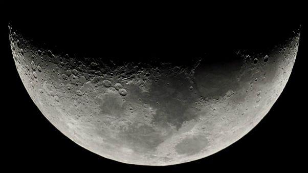 نتیجه یک تحقیق: برخورد شهاب وارهها با کره ماه موجب فوران آب میشود