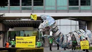 Пластиковый монстр должен научить производителей беречь природу
