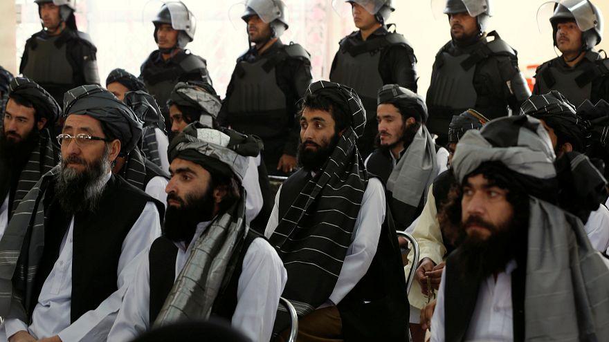 مجموعة سنجناء أفغان من الحزب اللإسلامي في أحد مراكز اللإيواء في كابل