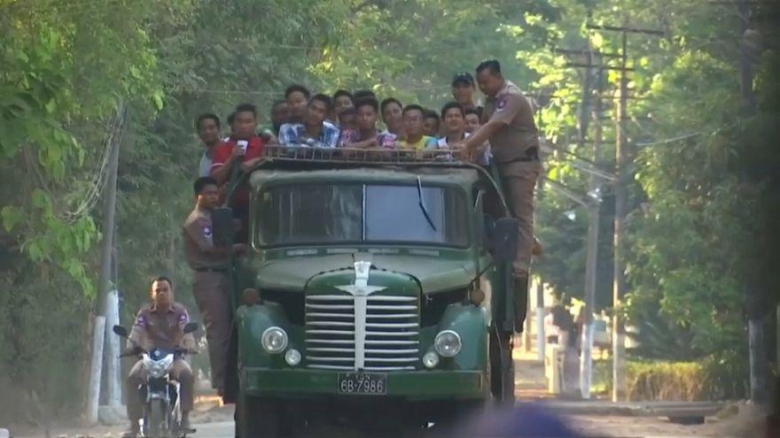 عدد من المفرج عنهم في ميانمار بمناسبة أول أيام السنة الجديدة