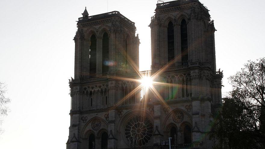 Drónfelvétel a Notre Dame-ról, egy nappal a tűz után