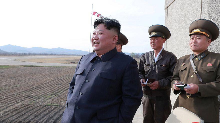 كيم جونغ يتابع تدريبا قتاليا لسلاح الجو الكوري الشمالي