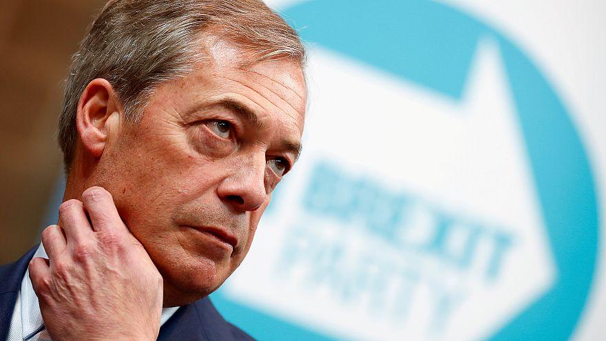 EU-Umfragen: Große Parteien verlieren, Farage gewinnt
