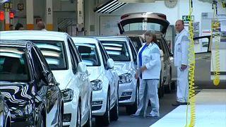انخفاض اليورو وإنكماش أنشطة الصناعات التحويلية في ألمانيا وفرنسا