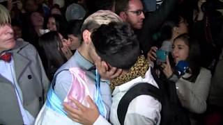 """Colombian same-sex couples hold """"kiss-a-thon"""" in support of LGBT rights"""