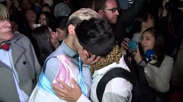 "Colombian same-sex couples hold ""kiss-a-thon"" in support of LGBT rights"