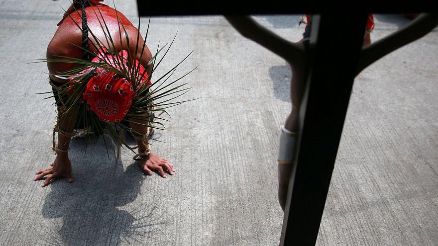 مراسم زنجیرزنی خونین کاتولیکهای فیلیپینی در روز مصائب مسیح