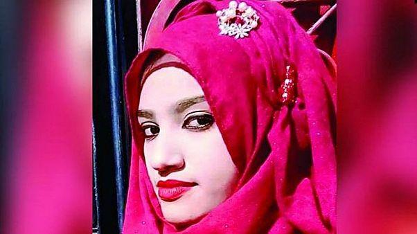 تقدمت بدعوى قضائية بالتحرش ضد مدير مدرستها الدينية فأحرقوها حية!