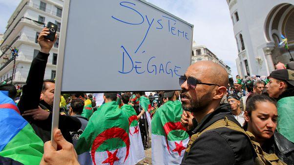 استقالات متتالية لرجالات بوتفليقة وجمعة تاسعة مغايرة عن سابقاتها في الجزائر