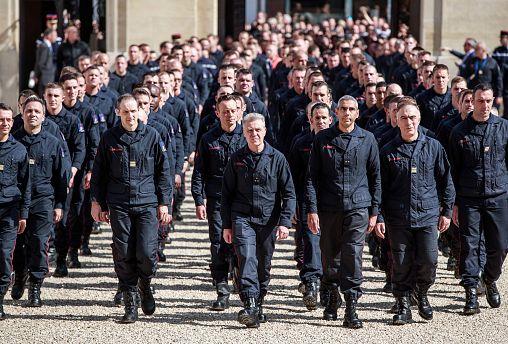 В Париже чествовали спасавших Нотр-Дам пожарных