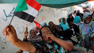 احتجاجات عارمة في السودان لمطالبة المجلس العسكري الانتقالي بتسليم السلطة للمدنيين