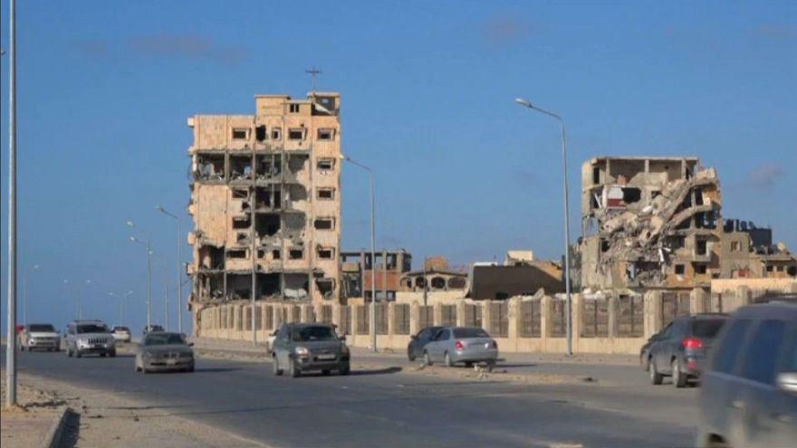 Menekülnek a civilek Tripoliból