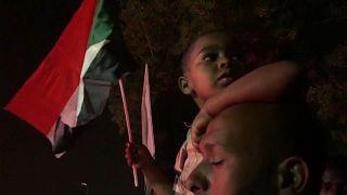 Sudaneses exigem governo civil