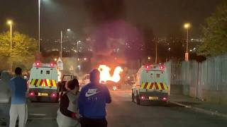 Irlanda del Nord, scontri a Londonderry, muore una reporter
