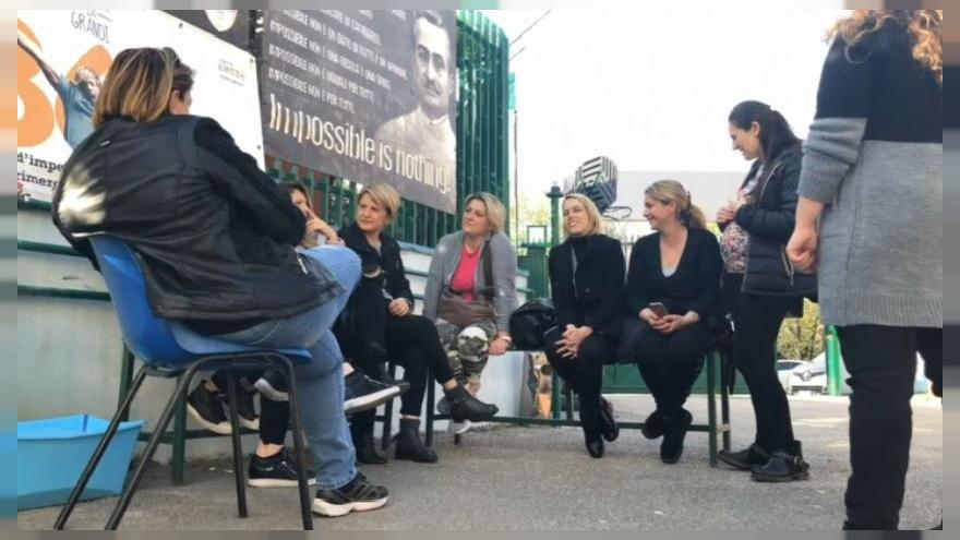 People in the suburbs of Naples meet to discuss local issues