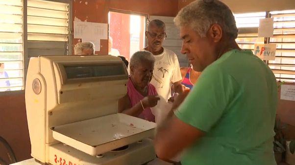 Schlange stehen für Hühnerfleisch - Versorgungskrise auf Kuba