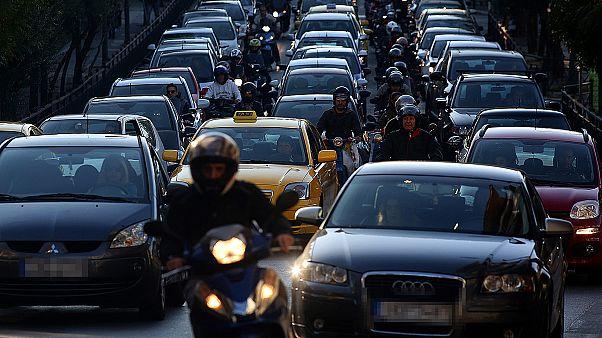 Ευρωβαρόμετρο:  Οι Ελληνες οδηγοί παίρνουν το βραβείο στις βρισιές