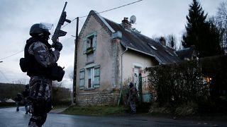 ¿Por qué se ha duplicado el número de suicidios en la policía francesa?