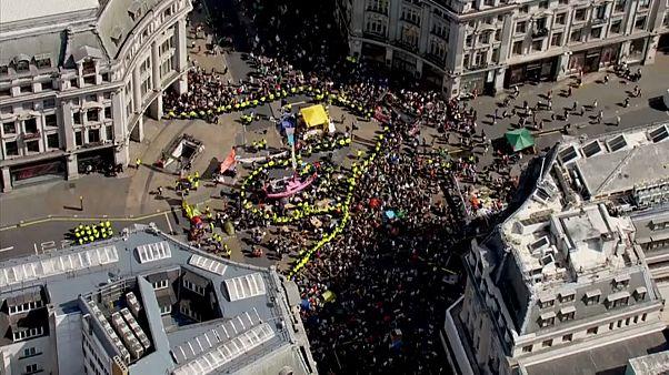 Сотни задержанных в Лондоне