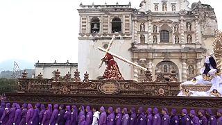 شاهد: مسيحيو غواتيمالا يحيون عيد الصفح