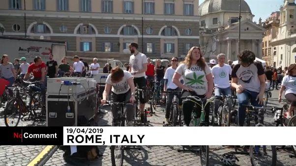 شاهد: الدراجات الهوائية لتوليد الكهرباء أثناء خطاب الناشطة تونبرغ في روما
