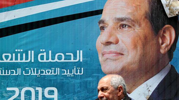 لافتة مؤيدة للتعديلات الدستورية في مصر عليها صورة الرئيس عبدالفتاح السيسي