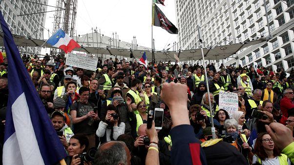 """فرنسا تحذر من أعمال شغب أثناء احتجاجات """"السترات الصفراء"""" يوم السبت"""