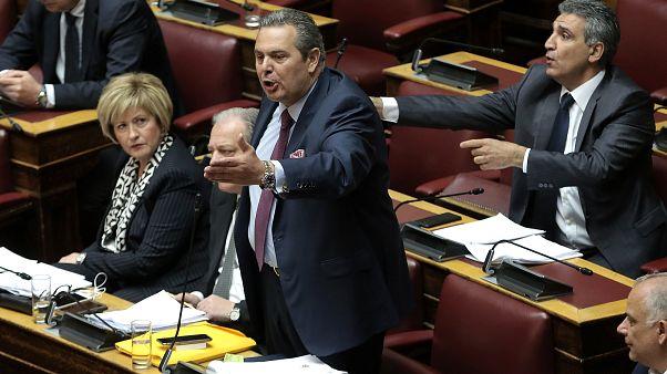 Καμμένος κατά Κοτζιά στη Βουλή για τις βίζες