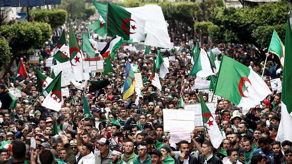 إعلام: وفاة شاب جزائري عقب إصابته في احتجاجات الجمعة الماضية