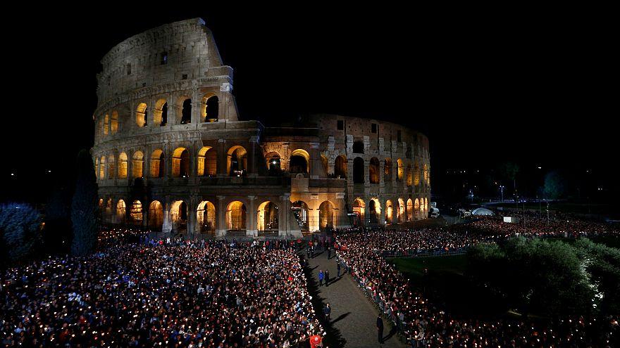 Vivir el Coliseo de Roma bajo la luz de la luna