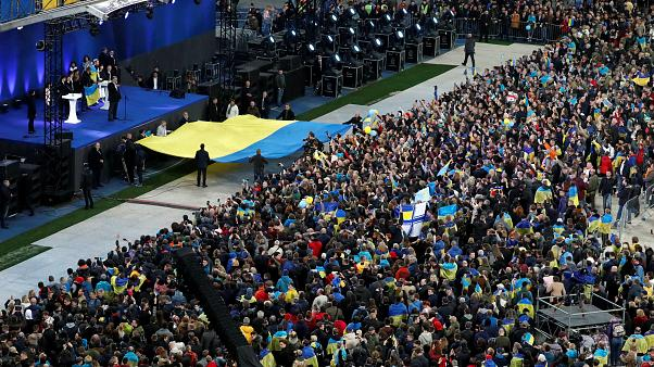 Debate de candidatos às presidenciais enche estádio na Ucrânia