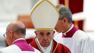 البابا يوصي بالمهاجرين خيرا في قداس الجمعة العظيمة