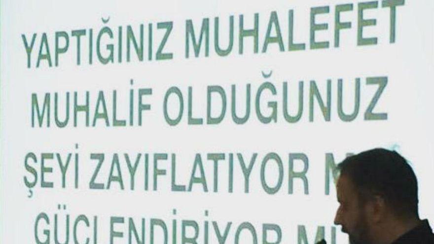 "CHP'nin yeni stratejisi seçmene ""radikal sevgi"" besliyor"