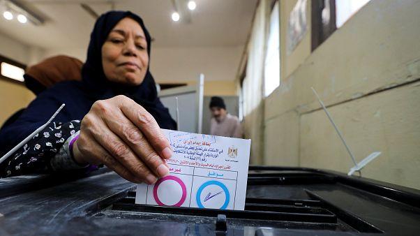 بدء التصويت في استفتاء على تعديلات دستورية تمدد حكم السيسي في مصر