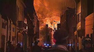 Perù: vasto incendio nel centro storico di Lima