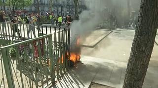 Sarı Yelekliler protestoları 23. haftasına girdi: Araçlar ateşe verildi