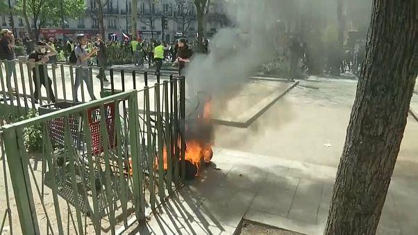 Ismét összecsaptak a rendőrökkel a sárgamellényesek