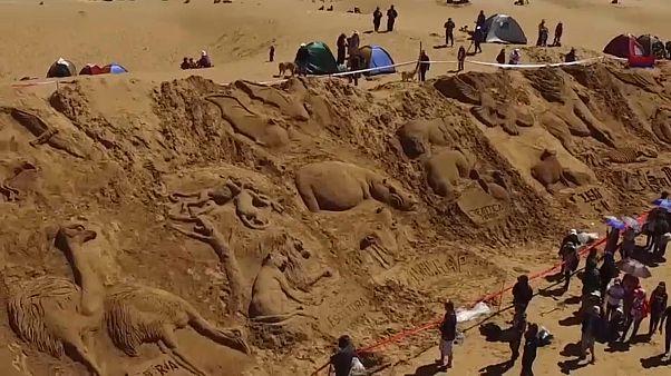 Bolivya'da kum heykellerinin bu yılki teması Nuh'un Gemisi