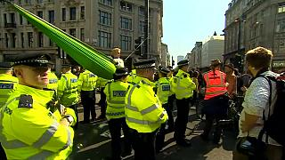 """""""Yokoluş İsyanı"""" iklim değişikliğine karşı Londra'da eylemlerini sürdürüyor"""
