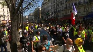 """""""Жёлтые жилеты"""": беспорядки в Париже"""