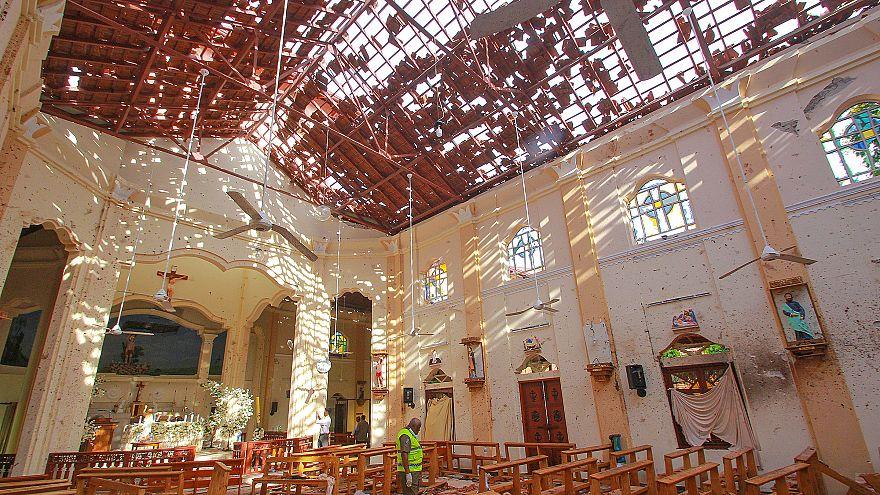 مئات القتلى والجرحى في تفجيرات كنائس وفنادق بسريلانكا والحكومة تفرض حظر التجول