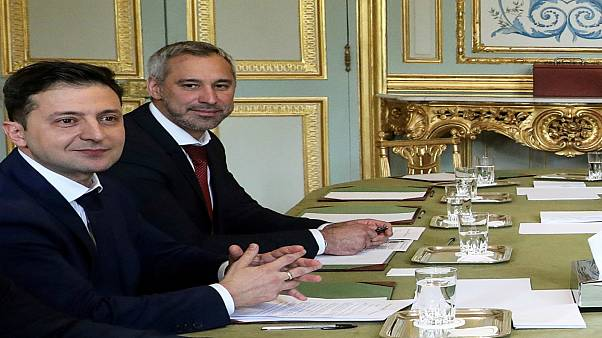 فلاديمير زيلينسكي في قصر الإيليزيه في باريس قبل تسعة أيام