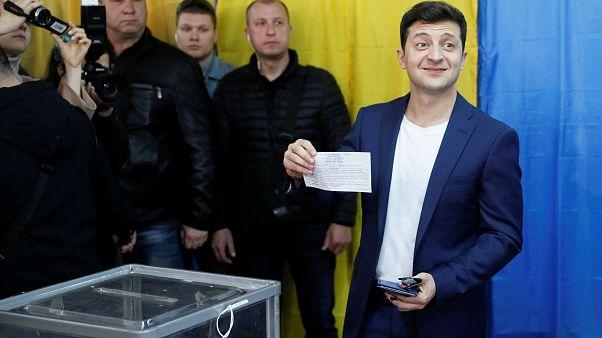 Second tour en Ukraine : le comédien Volodymyr Zelinsky en passe d'être élu président