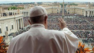 البابا يدين تفجيرات سريلانكا ويدعو للترحيب باللاجئين في عظة يوم القيامة