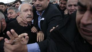 Video: CHP lideri Kılıçdaroğlu'na cenaze töreninde saldırı düzenlendi