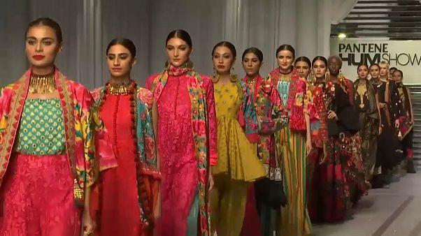 Восток и Запад сошлись: показ мод в Карачи
