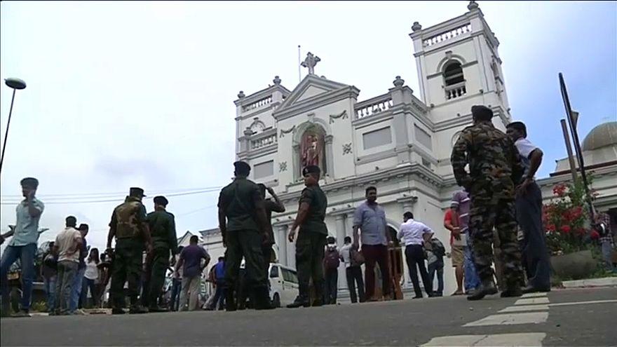 Hét embert letartóztattak Srí Lankán, tovább nő az áldozatok száma
