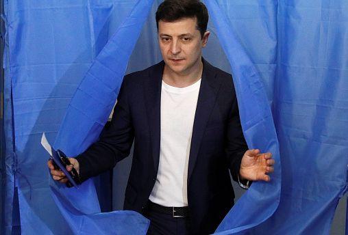 Az orosz anyanyelvű, humorista Zelenszkij hatalmas főlénnyel megnyerte az ukrán elnökválasztást